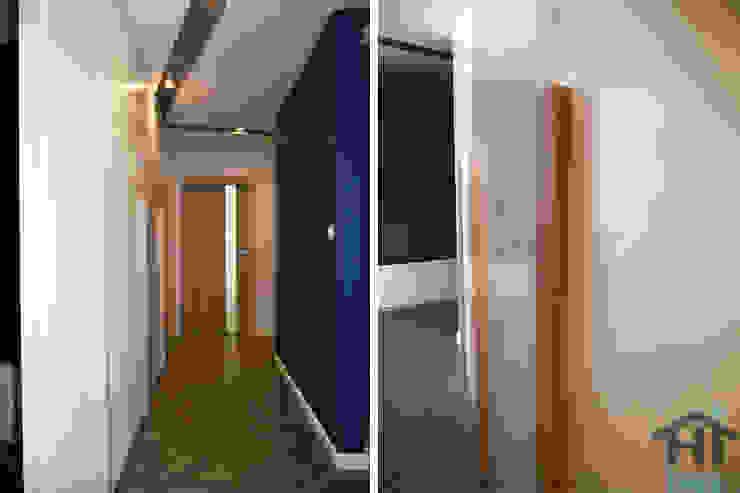 70m2 i skosy Nowoczesny korytarz, przedpokój i schody od Hi home Nowoczesny Płyta MDF