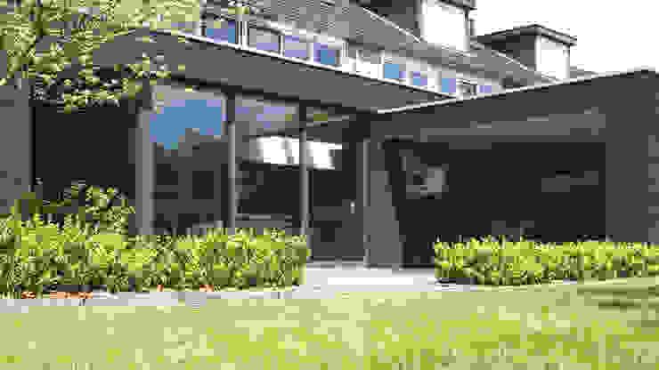 uitbouw aan woning Moderne woonkamers van Raymond Horstman Architecten BNA Modern Hout Hout
