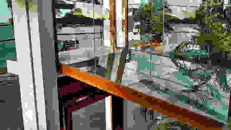 Passarela contemplativa Edifícios comerciais tropicais por Simone Flores Arquitetos & Associados Tropical