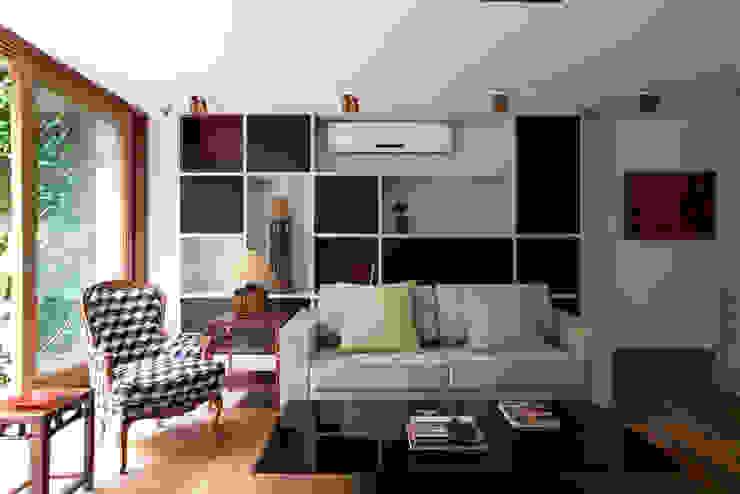 Casa Santa Cristina: Salas de estar  por Bruschini Arquitetura