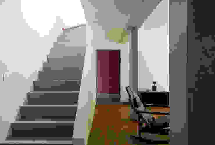 Casa Santa Cristina Corredores, halls e escadas modernos por Bruschini Arquitetura Moderno