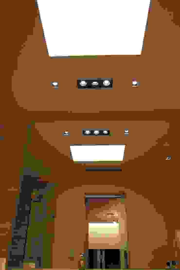 Modern bathroom by cm espacio & arquitectura srl Modern
