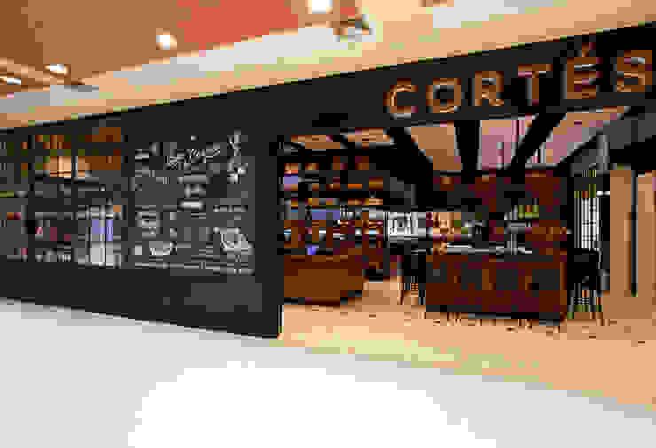 Casa de Carnes Cortés Espaços gastronômicos modernos por Bruschini Arquitetura Moderno