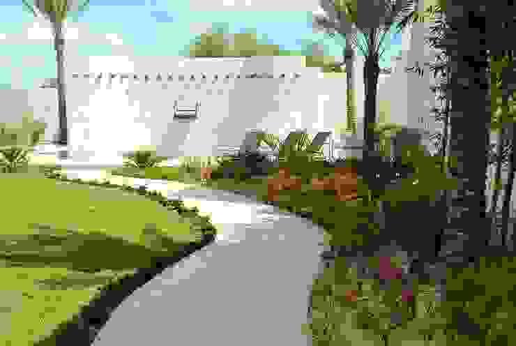 Giardino in stile  di EcoEntorno Paisajismo Urbano, Moderno