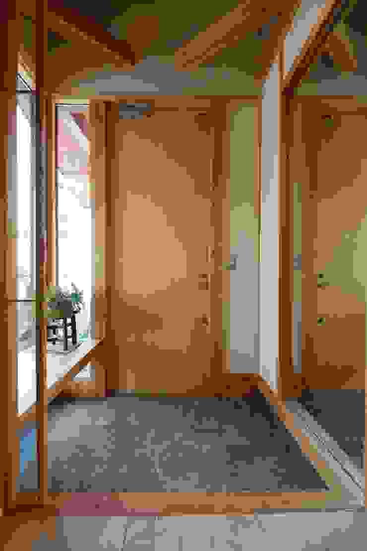 陽ごこちの家 群馬県 高崎市 オリジナルスタイルの 玄関&廊下&階段 の 田村建築設計工房 オリジナル