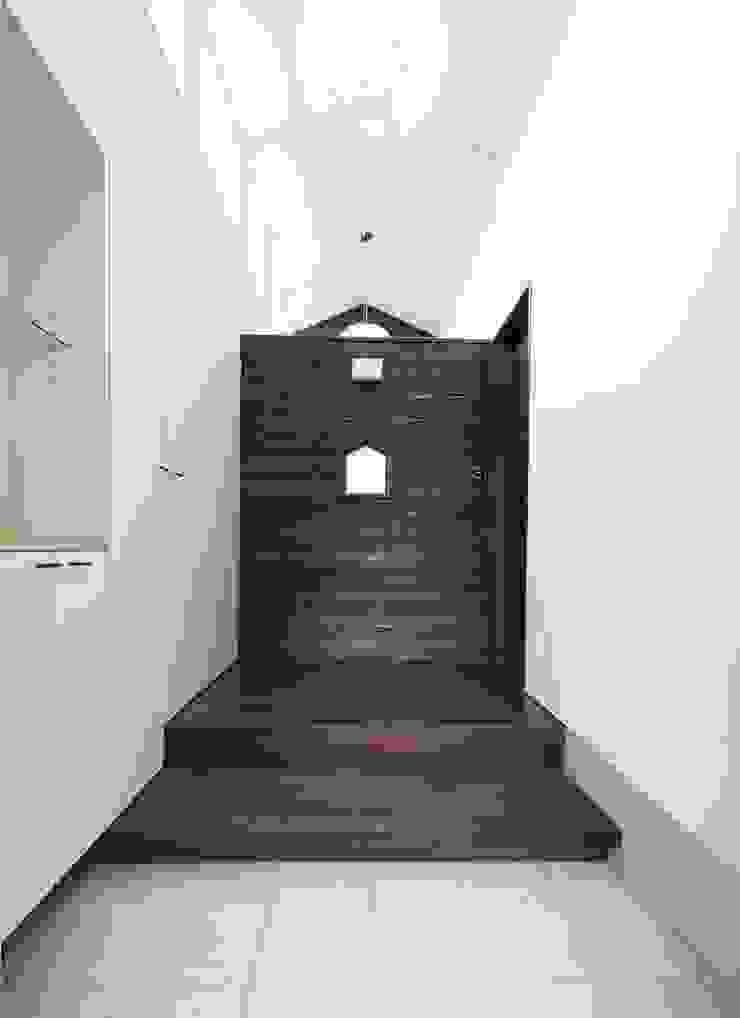 1: フィールド建築設計舎が手掛けた現代のです。,モダン 木 木目調
