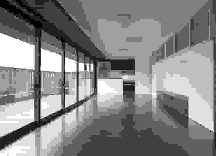 LDKと庭 モダンデザインの リビング の フィールド建築設計舎 モダン 木 木目調