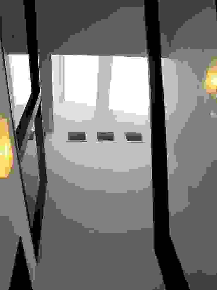 階段上部のトップライト モダンスタイルの 玄関&廊下&階段 の フィールド建築設計舎 モダン
