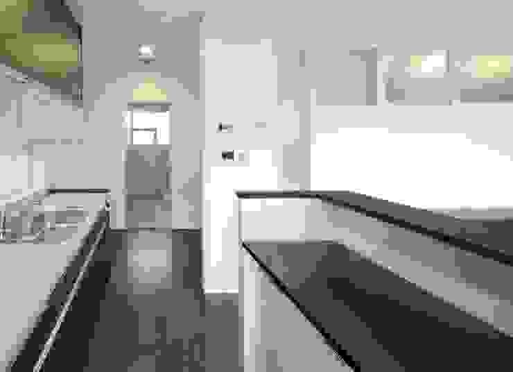 キッチン モダンスタイルの 玄関&廊下&階段 の フィールド建築設計舎 モダン