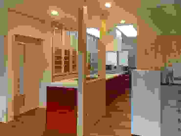after キッチン: アンドウ設計事務所が手掛けた現代のです。,モダン 無垢材 多色