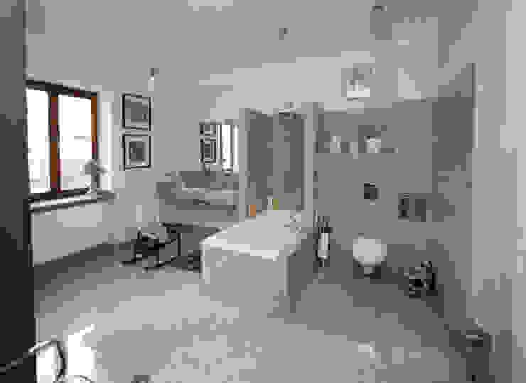 Bathroom by pracownia architektoniczno-konserwatorska festgrupa, Modern
