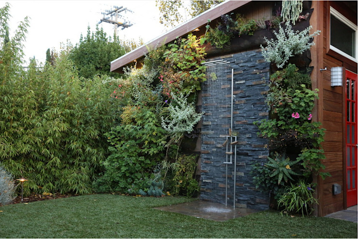 Stonewall Outdoor Shower HelenaLombard Rustic style bathroom Grey