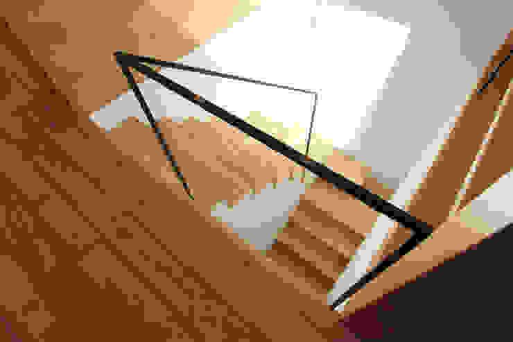 階段 北欧スタイルの 玄関&廊下&階段 の 今津修平/株式会社MuFF 北欧