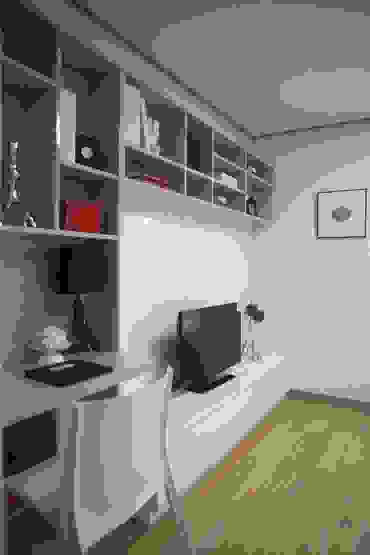Modern Living Room by design seoha Modern