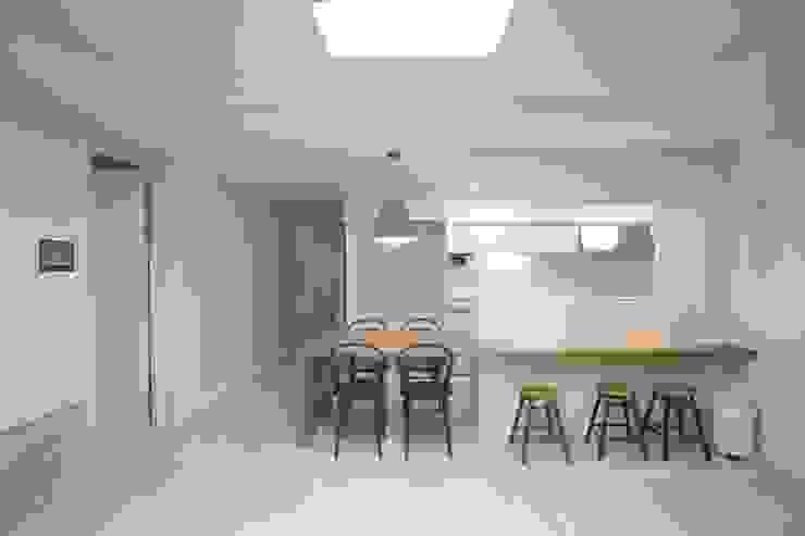 Salle à manger moderne par dall & style Moderne
