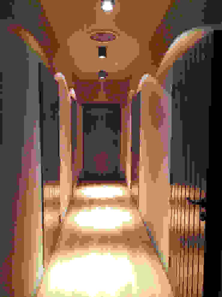 Dom Nowoczesny korytarz, przedpokój i schody od modern studio architektury maciej rempalski Nowoczesny