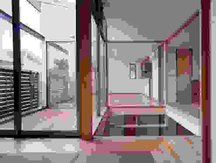 光土間の家 モダンスタイルの寝室 の 池野健建築設計室 モダン
