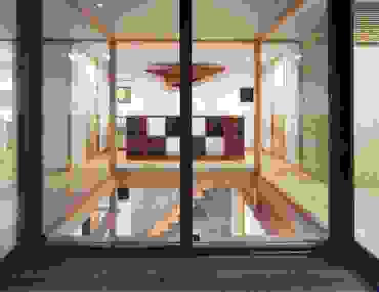 光土間の家 モダンデザインの テラス の 池野健建築設計室 モダン