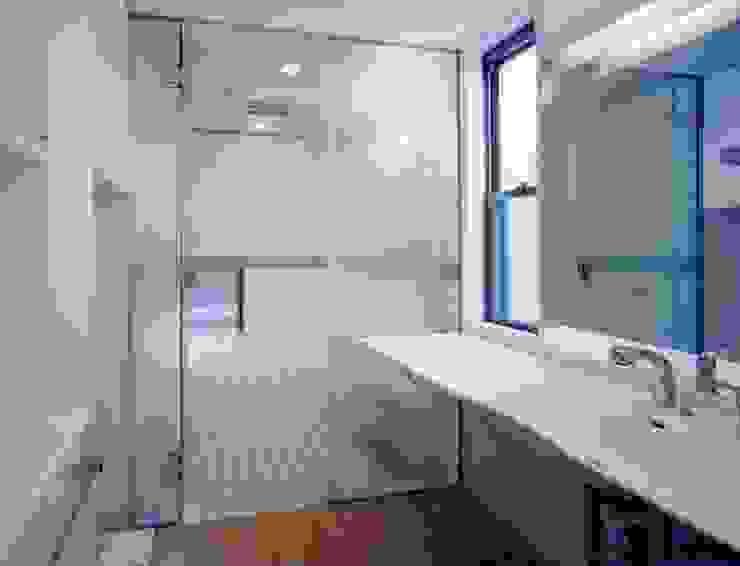 光土間の家 モダンスタイルの お風呂 の 池野健建築設計室 モダン
