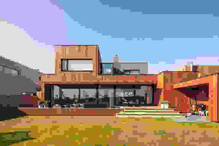 Modern balcony, veranda & terrace by De Zwarte Hond Modern