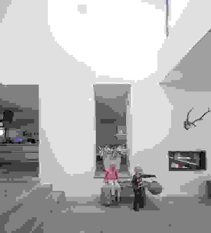 Woonhuis Ter Borch, Groningen Moderne gangen, hallen & trappenhuizen van De Zwarte Hond Modern