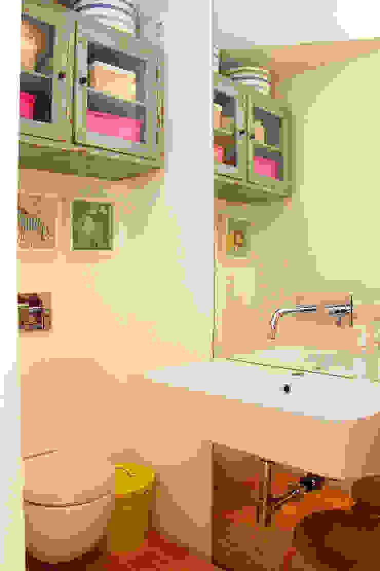 Modern bathroom by MOOPI - Arch + Interiors Modern