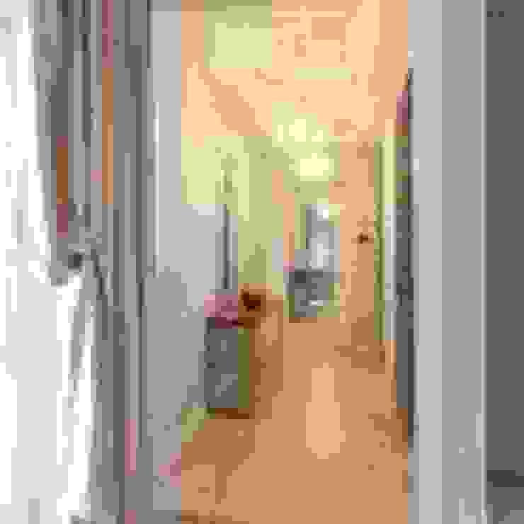 Фото прихожей после ремонта Коридор, прихожая и лестница в классическом стиле от Дизайн студия Ольги Кондратовой Классический