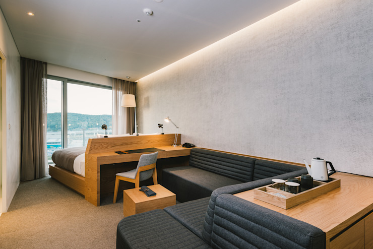 Salon moderne par IZOLA Moderne
