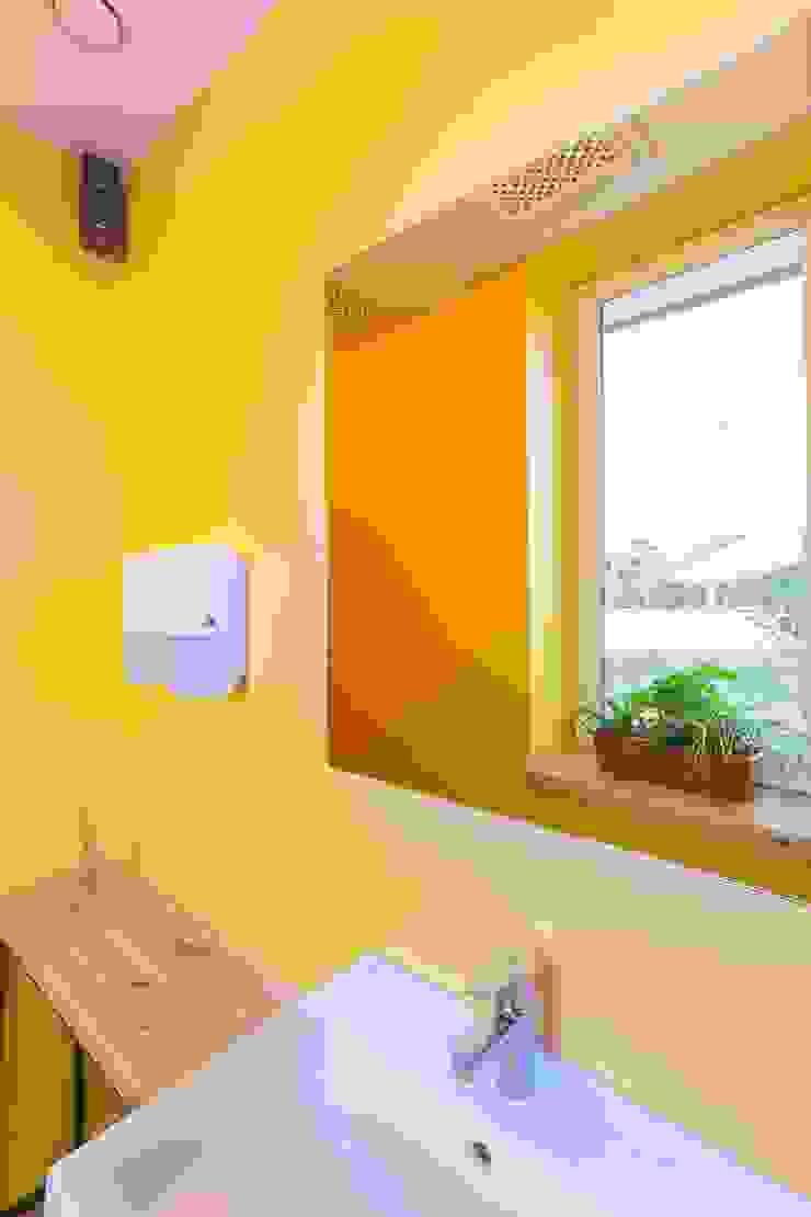 Кофе-бар <q>Пенка</q> Ванная в стиле лофт от EUGENE MESHCHERUK   architecture & interiors Лофт