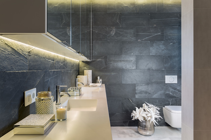 Amplio baño principal Baños de estilo mediterráneo de Laura Yerpes Estudio de Interiorismo Mediterráneo