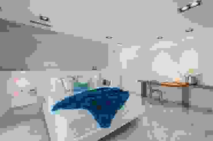 Dormitorio de inspiración mediterránea Dormitorios de estilo mediterráneo de Laura Yerpes Estudio de Interiorismo Mediterráneo