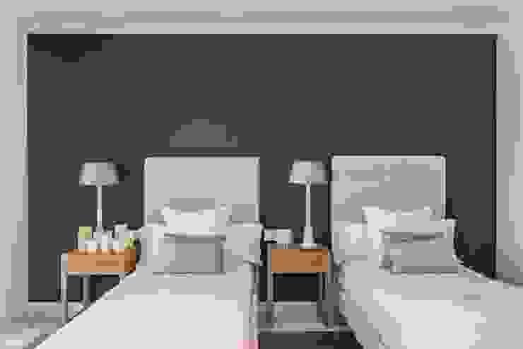 Acogedor dormitorio para invitados Cuartos de estilo mediterráneo de Laura Yerpes Estudio de Interiorismo Mediterráneo