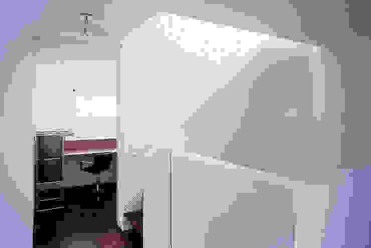 現代風玄關、走廊與階梯 根據 Fürst & Niedermaier, Architekten 現代風 木頭 Wood effect