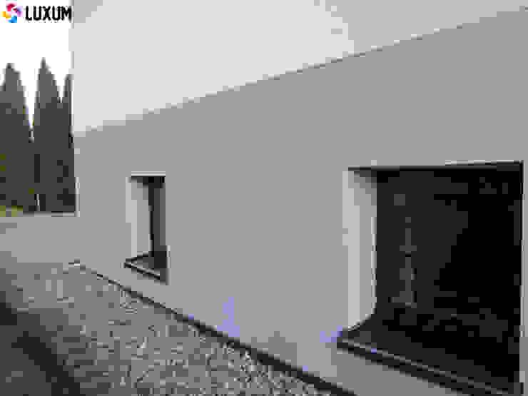 Płyty z betonu architektonicznego na elewacje Nowoczesne domy od Luxum Nowoczesny