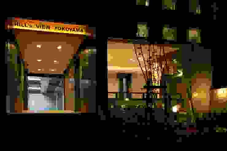 エントランス夜景 モダンな 家 の フィールド建築設計舎 モダン