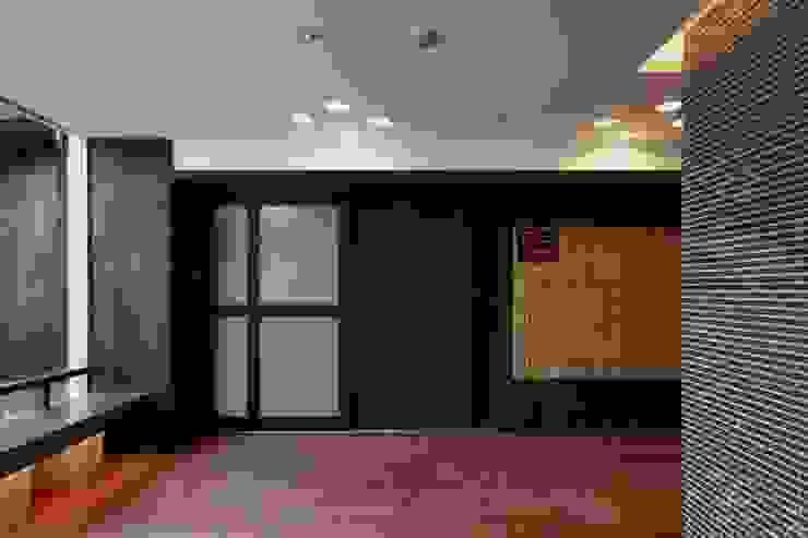エントランスホール モダンな 家 の フィールド建築設計舎 モダン