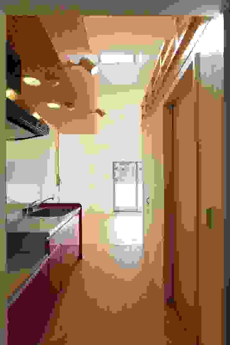 ロフト付住戸キッチン モダンな 家 の フィールド建築設計舎 モダン