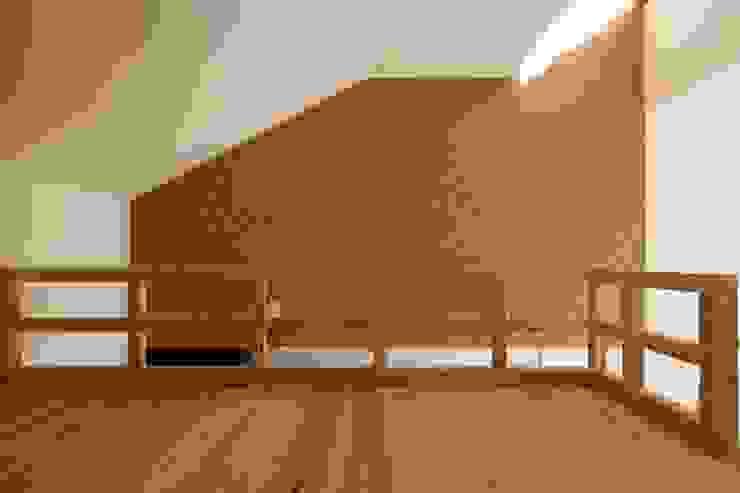 住戸ロフト部 モダンな 家 の フィールド建築設計舎 モダン