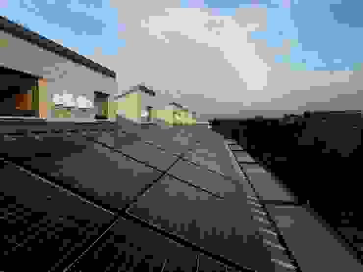 屋上ソーラーパネル モダンな 家 の フィールド建築設計舎 モダン