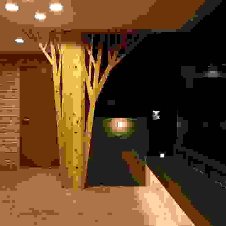 エントランスホールのメッセージボード モダンな 家 の フィールド建築設計舎 モダン
