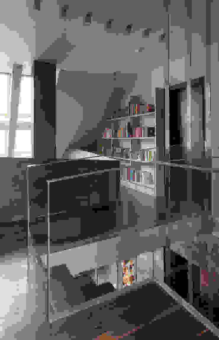 Modern Corridor, Hallway and Staircase by Jeżewska & Zakrawacz Modern