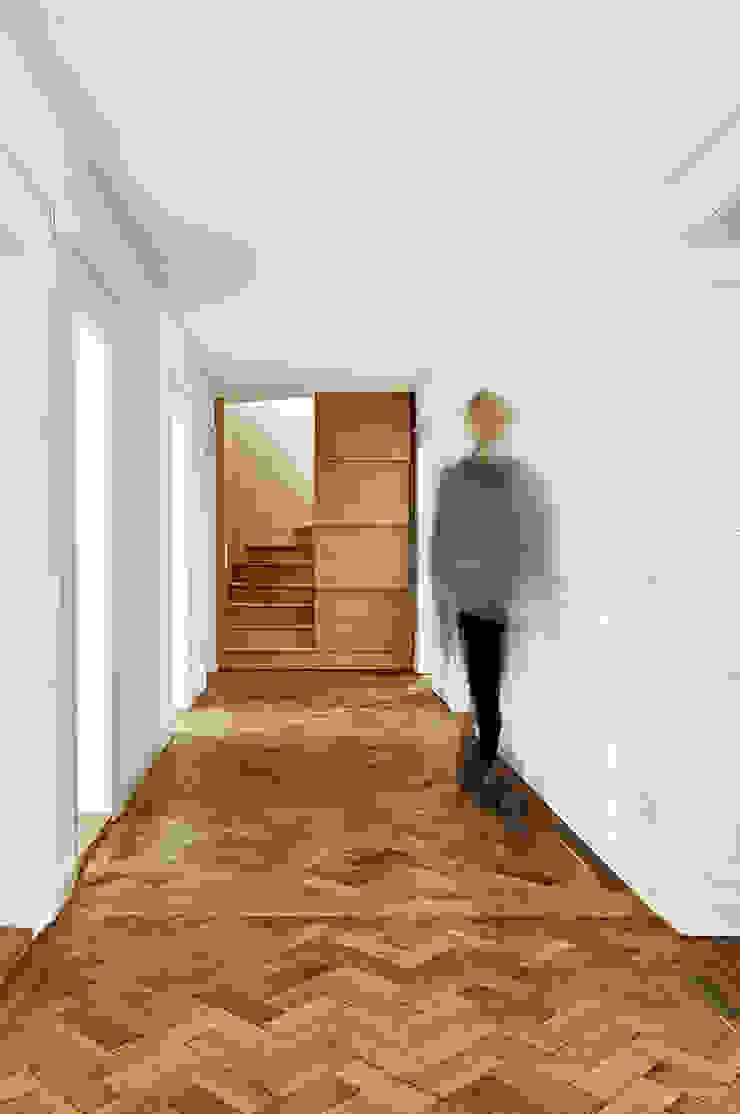 Fürst & Niedermaier, Architekten Couloir, entrée, escaliers modernes Bois