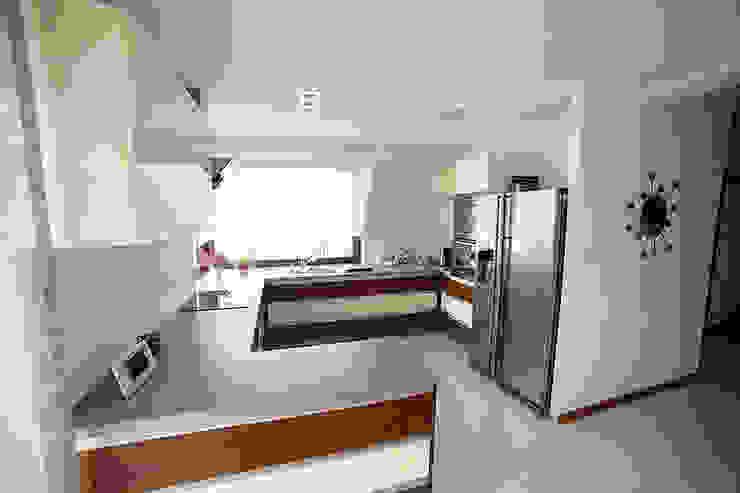 Modern kitchen by Biuro Projektów MTM Styl - domywstylu.pl Modern