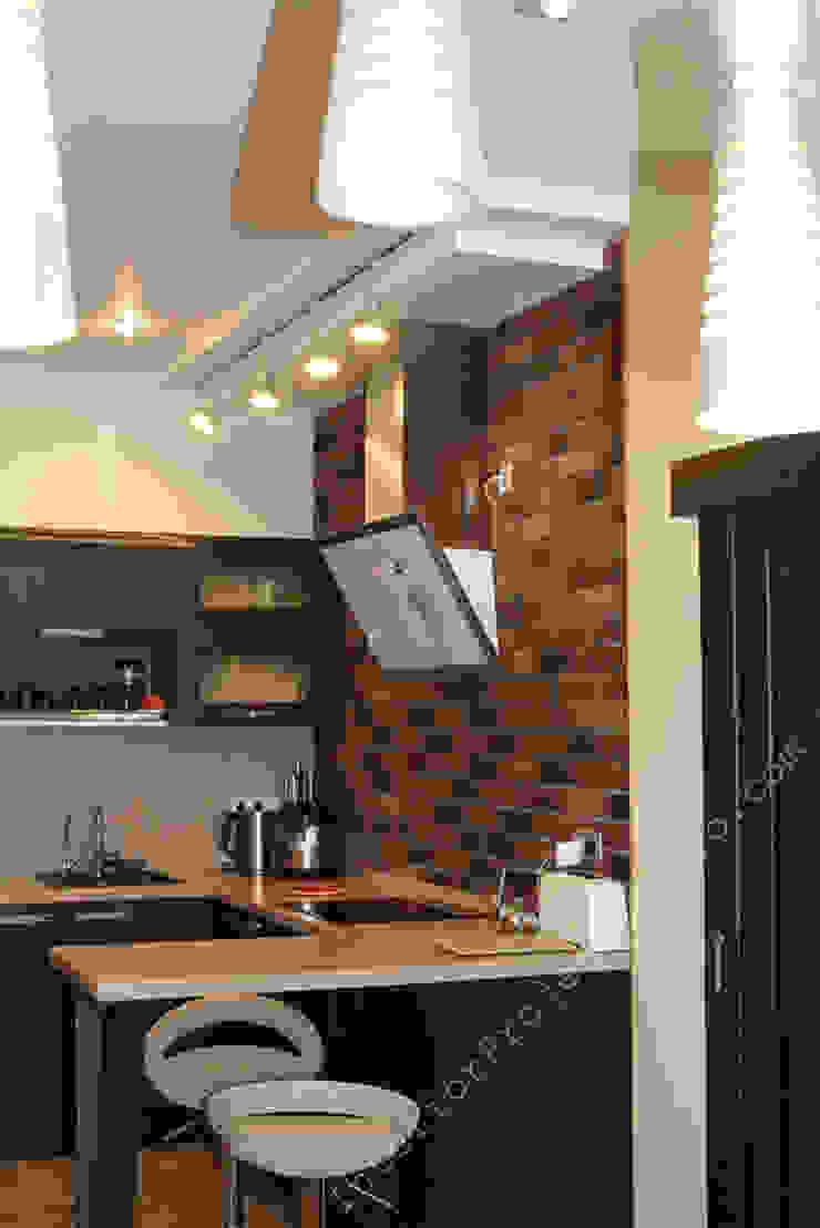 Фрагмент кухни со светильниками из зоны столовой Кухни в эклектичном стиле от INTERIOR PROJECT studio Эклектичный