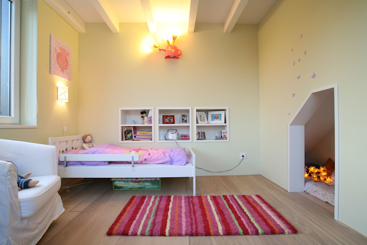 Quarto infantil moderno por Planungsring Ressel GmbH Moderno