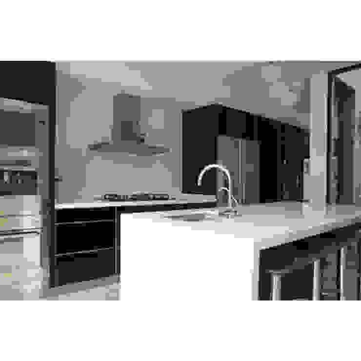 CASA TIGRE Cocinas modernas: Ideas, imágenes y decoración de GB Arquitectos Moderno
