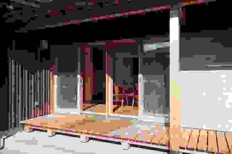 Balcone, Veranda & Terrazza in stile classico di shu建築設計事務所 Classico