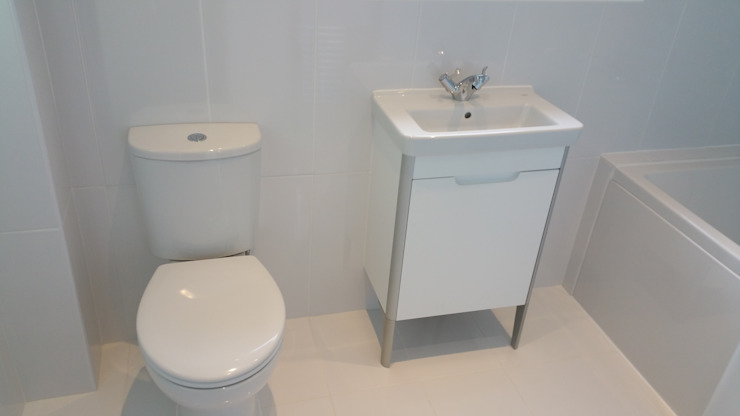 Toilet & Sink - After van Replace Your Bathroom