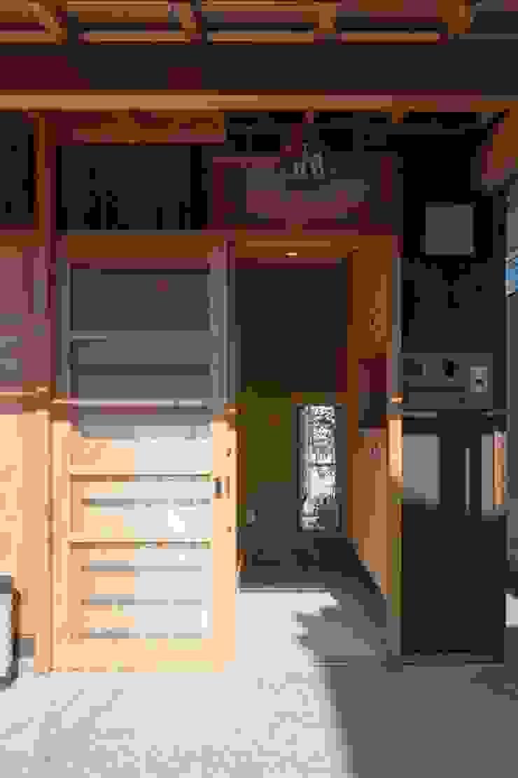 Finestre & Porte in stile classico di shu建築設計事務所 Classico