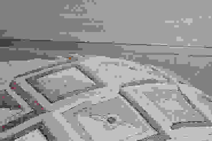 фрагмент изголовья кровати и плюшевого покрывала в спальне родителей от INTERIOR PROJECT studio Эклектичный